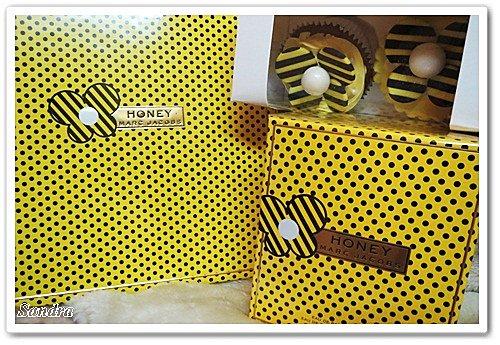 圆点设计图形蜜蜂