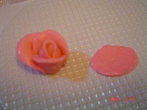 咀仔形白朱古力玫瑰花-已加入制作步骤