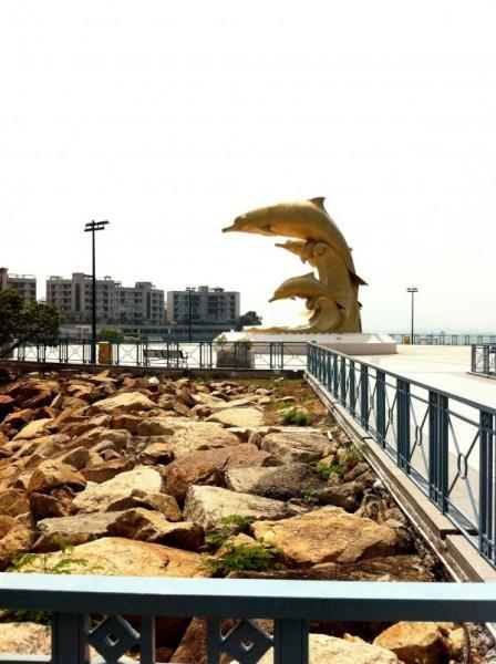 巨形而耀目的中华白海豚雕像(可白海豚