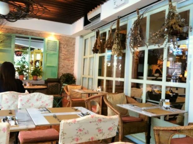 Cafe Eos Club