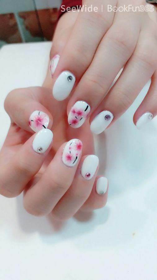 Bloom Nail